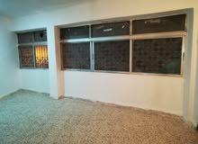شقة طابقية للايجار في الوحدات قرب مركز صحي العودة طابق اول