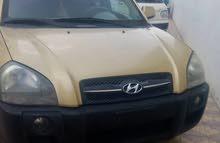 للبيع سيارة توسان 2005 دبل سته بسطون امريكي نظيفه
