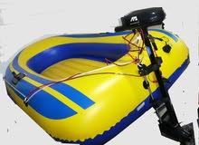 قارب مطاطي مع محرك كهربائي