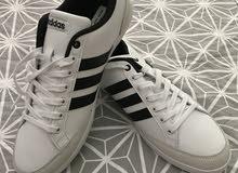 حذاء رياضي أديداس للبيع