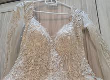 فستان زفااف لبس مرا واحده 6 ساعات فقط شامل طرحة وجيبون