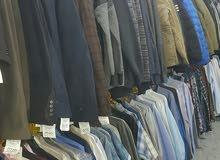 للبيع بشيك مصدق محل كامل بديكوره ومنظومته  لبيع الملابس الرجالية والشبابية