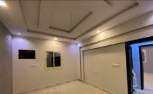 شقة 5 غرف و4 غرف بواجهة أمامية ومدخلين بأقل سعر