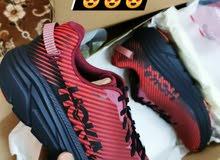 مطلوب أحذية رياضية ماركة Hoka