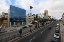 مكاتب او عيادات للبيع الدوار الثالث خلف فندق الرويال على الشارع الرئيسي للبيع