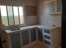للايجار  شقة غرفتين صاله مطبخ حمامين مخزن موقف سيارة بالقرب من رامز الرفاع
