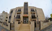 طابق ارضي للإستثمار شقه للبيع 75م بتشطيبات فاخرة عند تقاطع دير غبار مع عبدون .