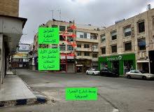 محلات تجارية و معارض طابقية في وسط شارع الحمرا