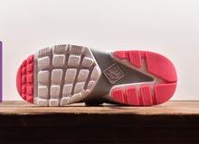 حذاء رياضي نسائي منNike - بتصميم عملي مريح