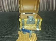 صندوق فورت نايت مع سلاح و خشب بنا