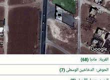 قطعه أرض تجاريه للبيع في مادبا الشارع الملوكي 2.700م