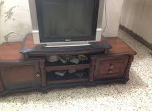 تلفزيون وميز للبيع
