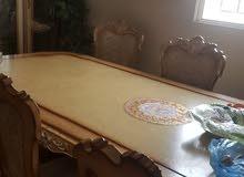 طاولة وكراسي عدد 6  ودولاب زجاج ومرايا غرفة سفرة