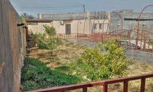 قطعة ارض مساحتها 570 بها منزل وملحق بالخارج