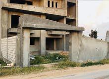 فيلا او مبني قيد الإنشاء  في شارع ولي العهد طريق المطار علي الأسفلت فرعي