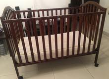 للبيع سرير أطفال مع مرتبة من سنتربوينت