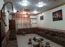 بيت طابقين . مساحة 300م . يحتوي على 6 غرف نوم. استقبال . هول . مطبخ . 3حمامات