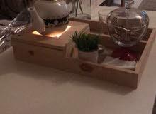 طاولة خشبية للتقديم