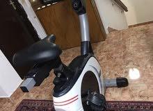 للبيع جهاز رياضي في حالة ممتازة الجهاز الكبير يستخدم للصالات الرياضية بسعر 45 دينارا