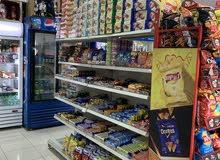 بقالة مواد غذائية للبيع في عرعر