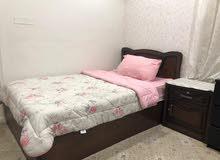 للبيع سرير مع كبت