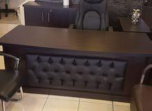 مكاتب إدارة وموظفين