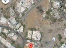 أرض كبيرة بالقرم قرب شارع فهود وميناء الفحل