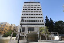 مجمع تجاري مكون من 14 طابق بالقرب من وزارة التربية والتعليم بالعبدلي للبيع