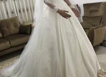 فستان زفاف أبيض فاخر