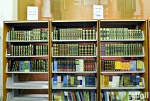 اشتري مكتبة مع كتب