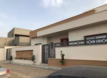 منزل للبيع مساحة الارض 360متر مسقوف المنزل 250متر عين زارة  طريق المشتل