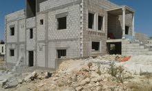 بيت طابقين في سحاب واجهه حجر كل طابق حوالي 200 متر مسطح