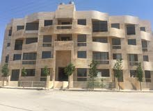 شقة مكونة من ثلاث طوابق