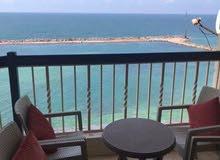 شقة رائعة ع البحر مباشرة