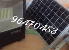 مضيء بالطاقة الشمسية