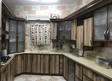 دولاب مطبخ الامنيوم لون خشبي متر4.75*3.0*4.25