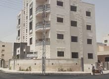 شقة ارضيه للبيع 169م مع ترسات كبيره  وكراج رجم عميش حي الصحابه افرست شارع المطار