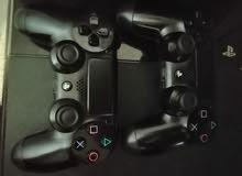 بلايستيشن 4 ( PS4 ) مع ايدتين و 4 سديات و العاب نازلة عليها