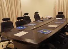 طاولة اجتماع كبيرة