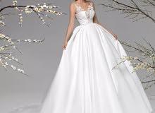 للبيع فستان عروس مع الجيبون والطرحه