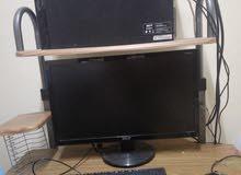 كمبيوتر مع طاولة بحالة ممتازة