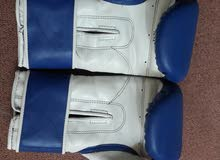 قفازات ملاكمة شبه جديدة بحالة ممتازة استعمال خفيف جدا السعر الاصلي 35 دولار
