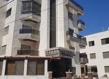شقة شبه ارضية 184 متر مع مدخل جانبي وترس في ضاحية الرشيد الجبيهة بالقرب من دوار المغناطيس