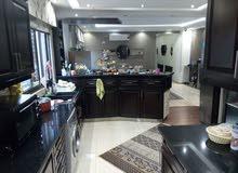 شقة فاخرة للبيع في حي الصحابة 195م+حديقة200م+كراج خاص جانبي مكرمد،