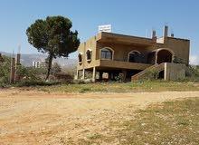 عقار في موقع متميز جدا مع بيت وكراجات في اراضي زحلة فوق سعدنايل
