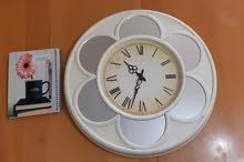 ساعة حائط راقية كبيرة الحجم بسعر مغري