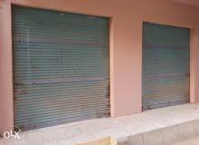 محلين مفتوحين على بعض ومتشطب وبه عداد كهرباء بحي الجامعه
