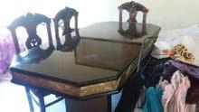 طاولة سفرة مرتبة مع 6 كراسي  ب 150. طاولتين  صغار مع  طاولة كبيرة  ب40