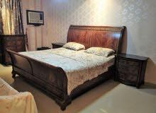 غرفة نوم خشب بني فاتح
