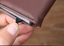 اجمل محافظ الجلد وتخرج البطائق بسهوله بزر واحد فقط  يوجد فيديو للمحفظه وطريقه اس